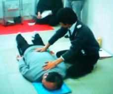 『洗毒法』実習中の柳澤先生