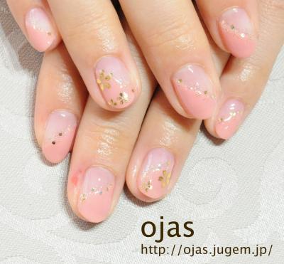 春らしい桜のネイルアートです。こちらのお客様は深爪を克服し自爪でネイルアートを楽しんでおられます。深爪矯正のことなら京都北大路カルジェル専門にお任せください。