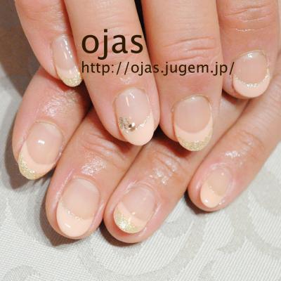 ピンクとホワイトゴールドラメのダブルフレンチでおしとやかに、大人清楚系ネイルです。関西大阪京都滋賀奈良より沢山ご来店頂いてます。自爪に優しいカルジェルを使用。nailsalon ojas