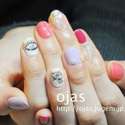 お目目(目ん玉)と虎のネイル。人気トレンドの個性派ネイルなら京都ojasへ。爪に優しいケア行っています。