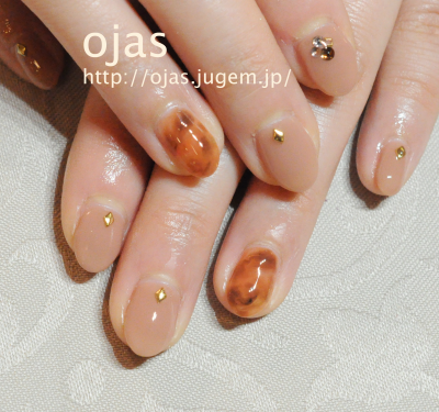 深爪矯正のビフォーアフター写真です。長さ出し施術で爪を長くしネイルアート。噛み爪、弱い爪、薄い爪、爪の折れ、亀裂修復で人気の京都ネイルサロンojas。京都市北区 北山北大路近く