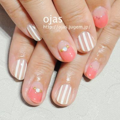 ピンクと白のストライプネイル。関西大阪滋賀奈良より沢山ご来店頂いてます。Fudgeネイルにも載った個性派ネイルサロン京都ojas