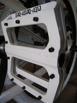 DEITY decoy pedals