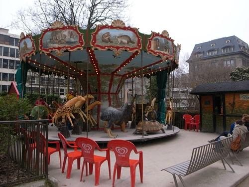 動物園のメリーゴーランド