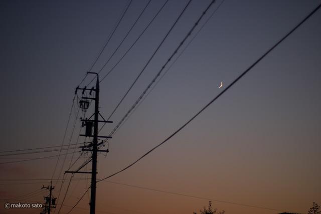 電線と三日月
