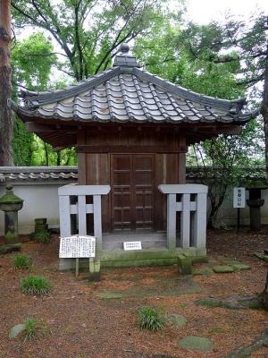 2011_06_11上田芳泉寺‐仙石秀久の墓