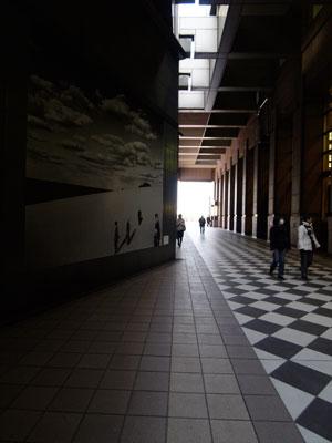 写真美術館までの廊下