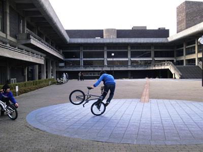 自転車と少年