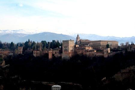 ミランド・サンニコラスから望むアルハンブラ宮殿