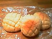 初めて作ったプチメロンパン。