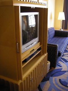 アンバサダーホテル・スーペリア・ブラウン管TV