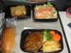 ユナイテッド航空の機内食です。ビールは飲み放題だし、アデンダントは綺麗だし^^
