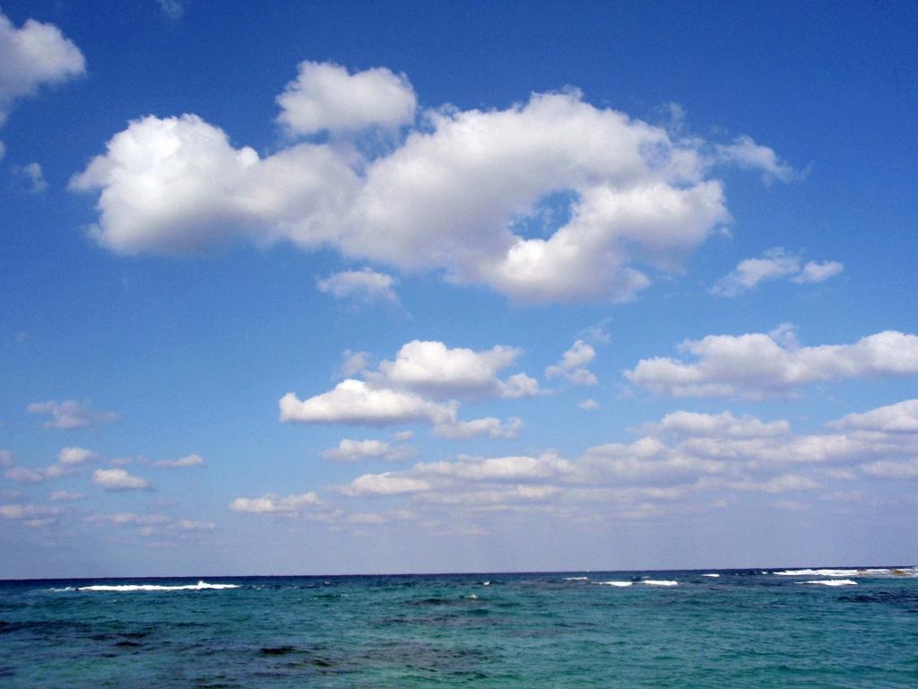 『奄美大島の海と空』