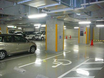 明るい駐車場です。