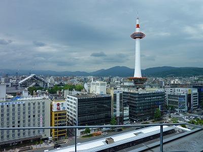 店内からは京都タワーが目前です。