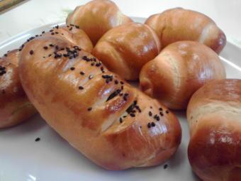 ウグイスパン バターロール