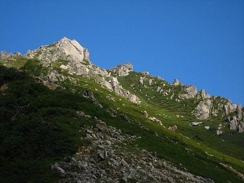 太陽に輝く空木岳第1峰