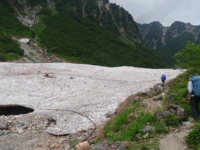 槍沢雪渓1