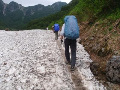 槍沢雪渓2
