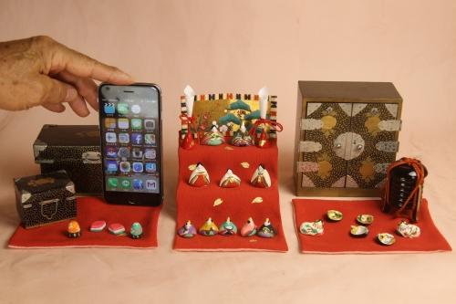 【小さき物の世界】にiPhone6を列べて比べてみました。