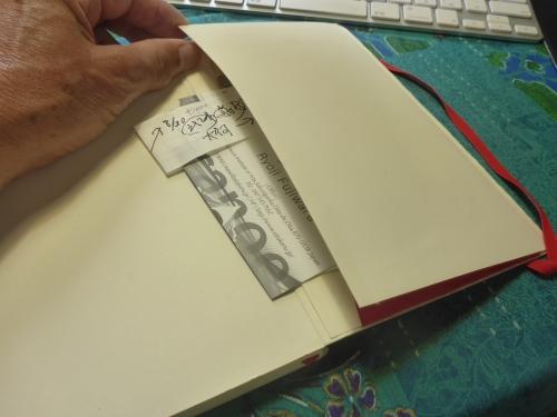 モレスキンの赤いメモ帳の裏のポケット