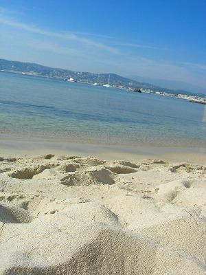 砂の白さに目をやれば〜