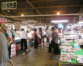塩釜魚市場の中