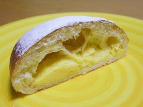 ヌクムクのクリームパン断面
