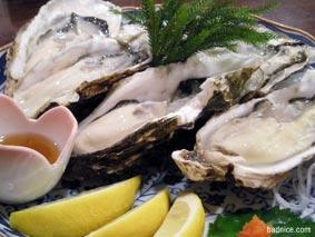 海鮮市場牡蛎てんこ盛り