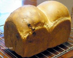 焼き立てレーズンパン