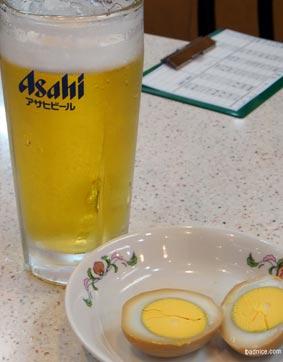 府中王将のビールと煮玉子