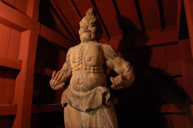 万松院の仁王像