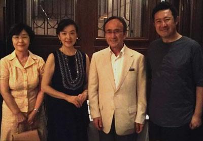 左から妻、山形さん、清明、西村さん