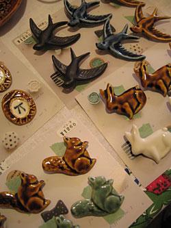札幌の工房で手作りの陶器、磁器を中心に、雑貨などを作っておられる po,to,boさんの陶器のアクセサリーが届きました* 陶器独特の質感が夏にも大活躍してくれそうな、