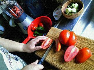 収穫したイタリアンレッドでトマトソースを創ります