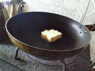 薪ストーブで溶かしバター