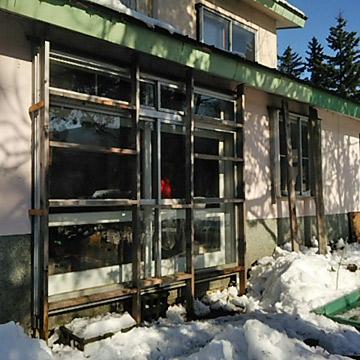 ベランダ窓の雪囲い