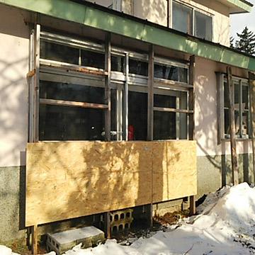 ベランダ窓の雪囲い完成