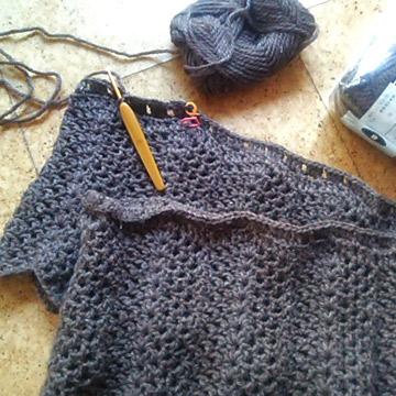 ボレロを編んでます。(^^)ノ