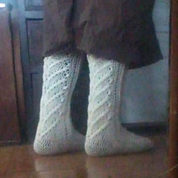 かぎ針編みのハイソックス
