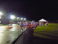 競技場で力走する選手