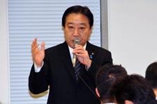 民主党税制調査会で挨拶する野田首相