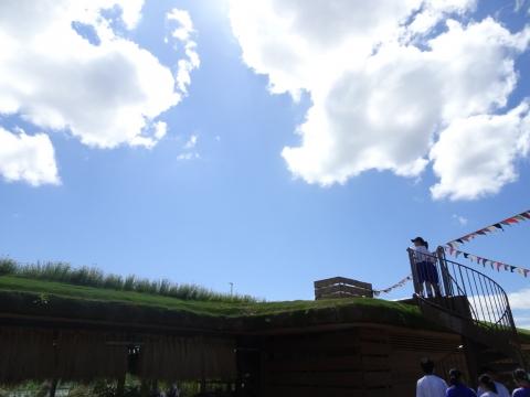 屋上のハーブガーデンを見学しました.JPG