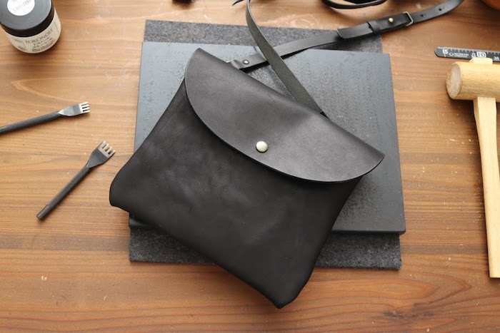 手縫のショルダーバッグ
