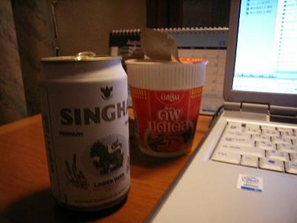 またスカイブルーガールが来ると嫌なので、マッサージ諦めSHINGHAビールを飲む。