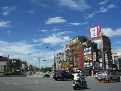 台湾の空は青かった。