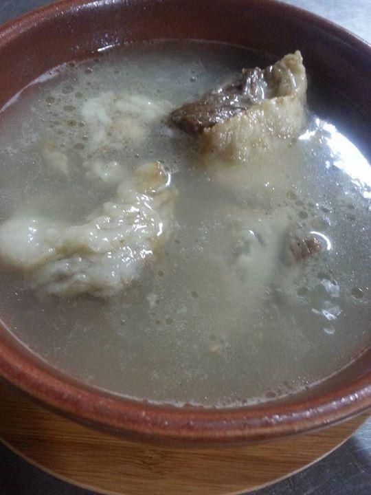 国東市鶴川 ZECCO(舌鼓)にて、豊後牛のテールスープ。5等級専門の酪農家から限定で仕入れたトロトロ食感。ほろほろお肉もゴロゴロで旨い♪