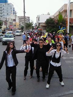 八重高生の愉快な仮装パレード