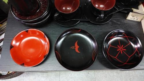 鈴木繁男か?考案した絵付け3種(左から鱗、千鳥、桔梗).jpg