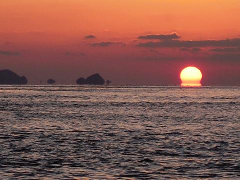 朝日と浮島